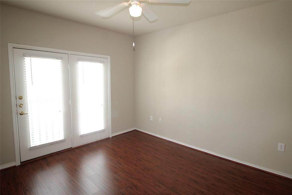 12. High or Mid-Rise Condo for Rent at 2400 Mccue Road #442 2400 Mccue Road Houston, Texas 77056 United States