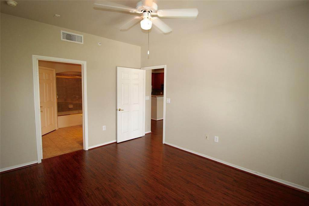 13. High or Mid-Rise Condo for Rent at 2400 Mccue Road #442 2400 Mccue Road Houston, Texas 77056 United States