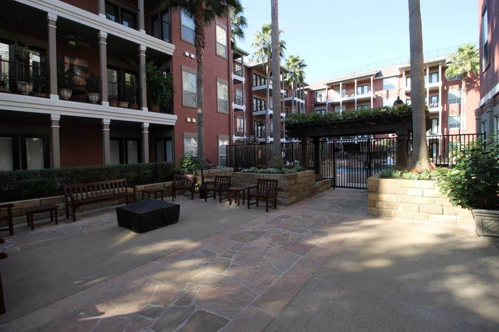 21. High or Mid-Rise Condo for Rent at 2400 Mccue Road #442 2400 Mccue Road Houston, Texas 77056 United States