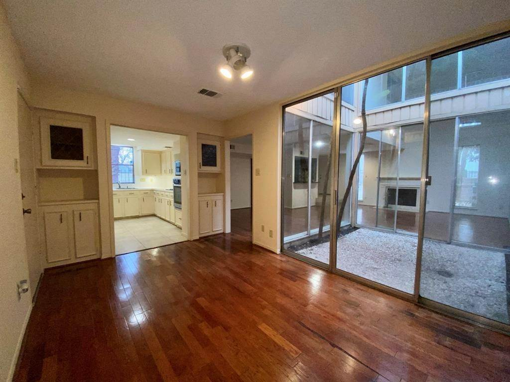 13. Condo / Townhouse for Rent at 2107 Nantucket Drive Houston, Texas 77057 United States