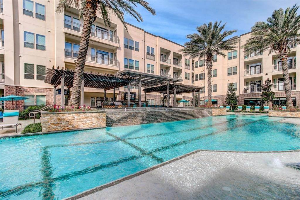 12. High or Mid-Rise Condo for Rent at 935 N Wilcrest Drive #4002 935 N Wilcrest Drive Houston, Texas 77079 United States
