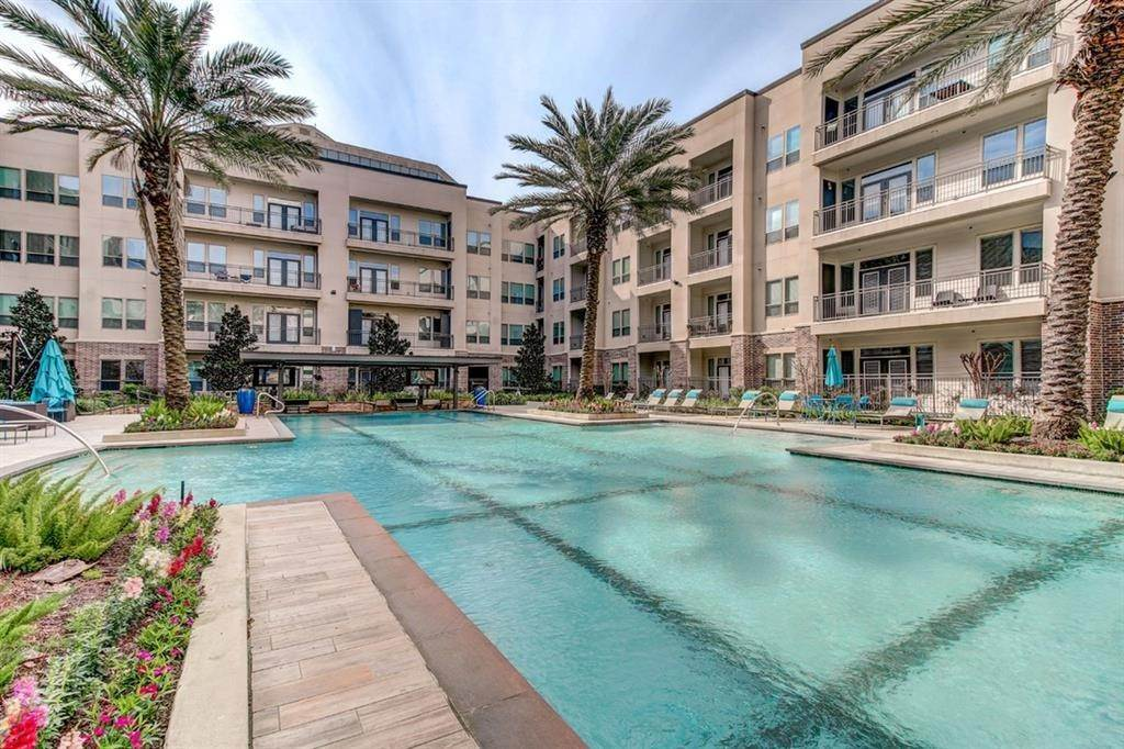 9. High or Mid-Rise Condo for Rent at 935 N Wilcrest Drive #4002 935 N Wilcrest Drive Houston, Texas 77079 United States