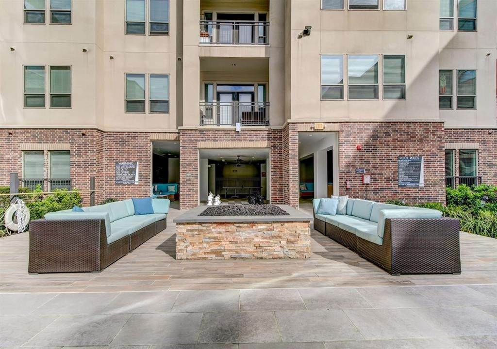 8. High or Mid-Rise Condo for Rent at 935 N Wilcrest Drive #1021 935 N Wilcrest Drive Houston, Texas 77079 United States