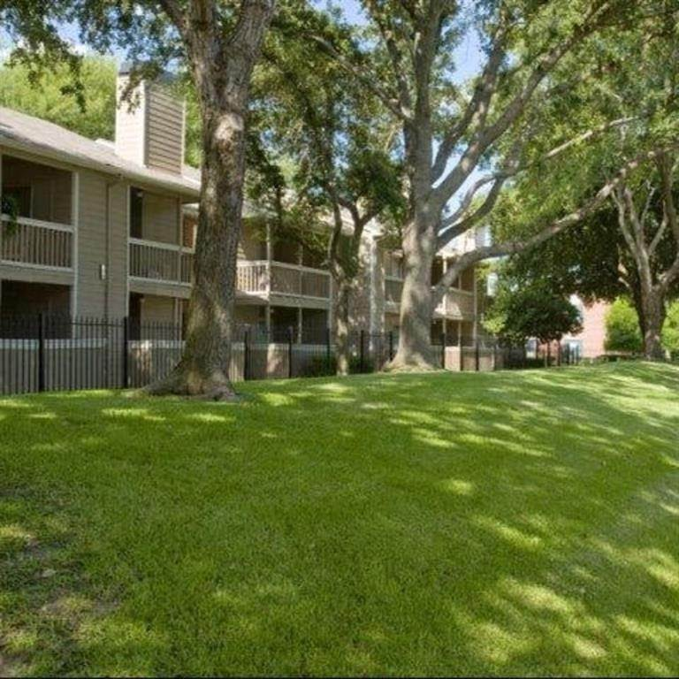 15. High or Mid-Rise Condo for Rent at 9940 N Richmond Ave #2007 9940 N Richmond Ave Houston, Texas 77042 United States