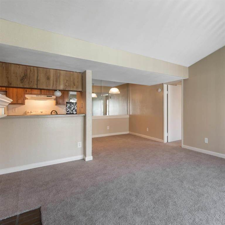 7. High or Mid-Rise Condo for Rent at 9940 N Richmond Ave #2007 9940 N Richmond Ave Houston, Texas 77042 United States