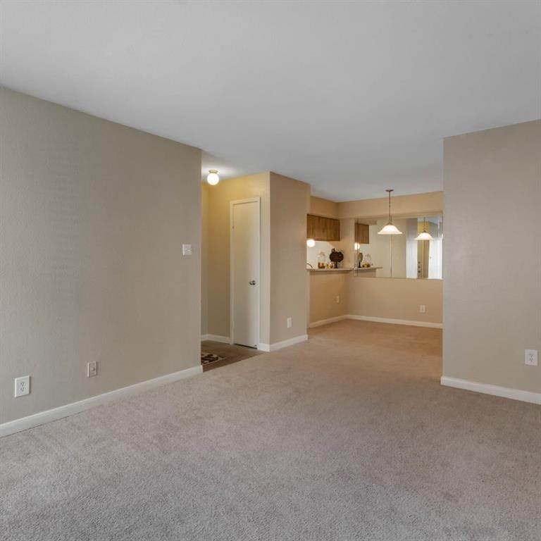 8. High or Mid-Rise Condo for Rent at 9940 N Richmond Ave #2007 9940 N Richmond Ave Houston, Texas 77042 United States