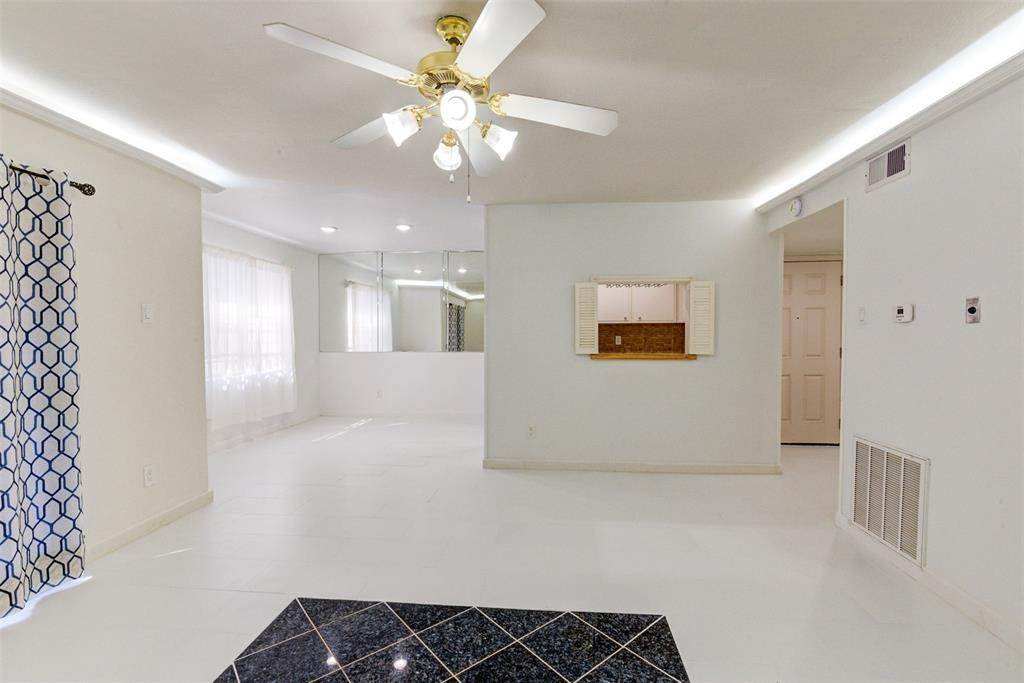 10. Condo / Townhouse for Rent at 7900 Westheimer Road #246 7900 Westheimer Road Houston, Texas 77063 United States