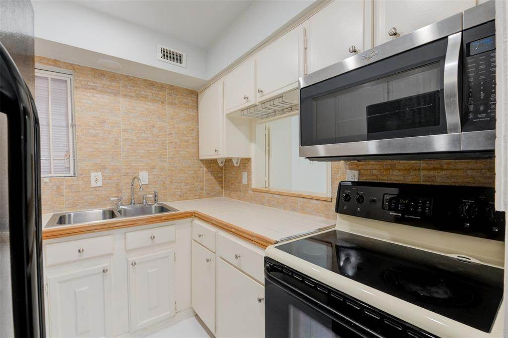 14. Condo / Townhouse for Rent at 7900 Westheimer Road #246 7900 Westheimer Road Houston, Texas 77063 United States