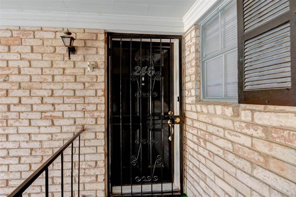 3. Condo / Townhouse for Rent at 7900 Westheimer Road #246 7900 Westheimer Road Houston, Texas 77063 United States