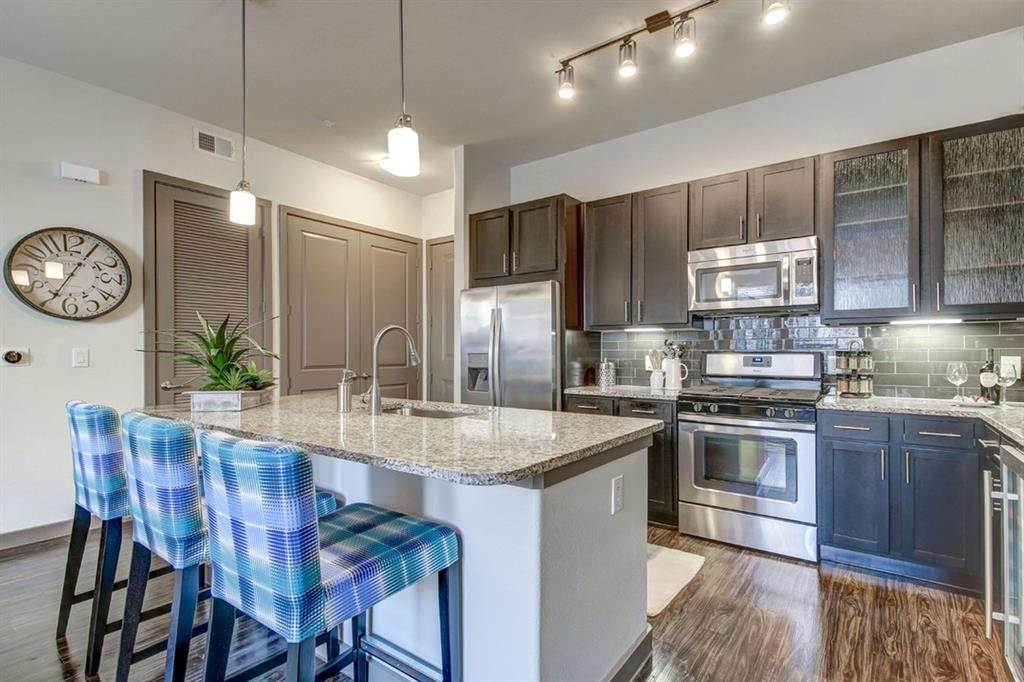 2. High or Mid-Rise Condo for Rent at 935 N Wilcrest Drive #2048 935 N Wilcrest Drive Houston, Texas 77079 United States