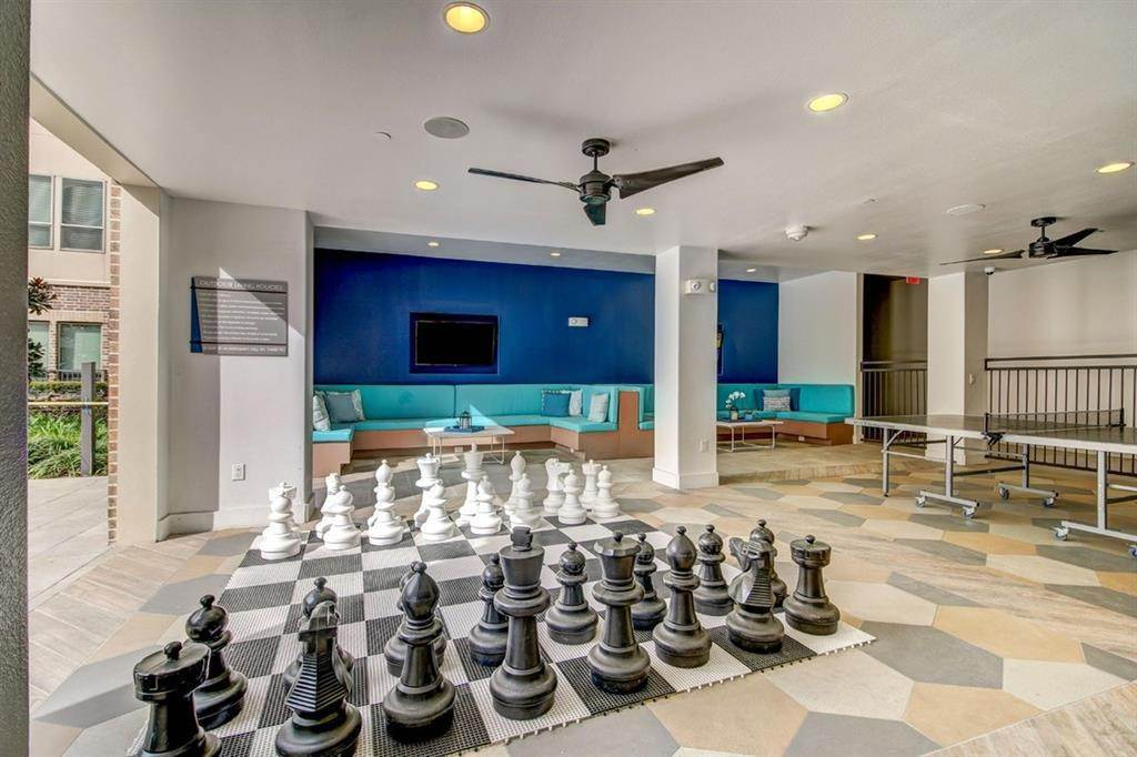 7. High or Mid-Rise Condo for Rent at 935 N Wilcrest Drive #2048 935 N Wilcrest Drive Houston, Texas 77079 United States