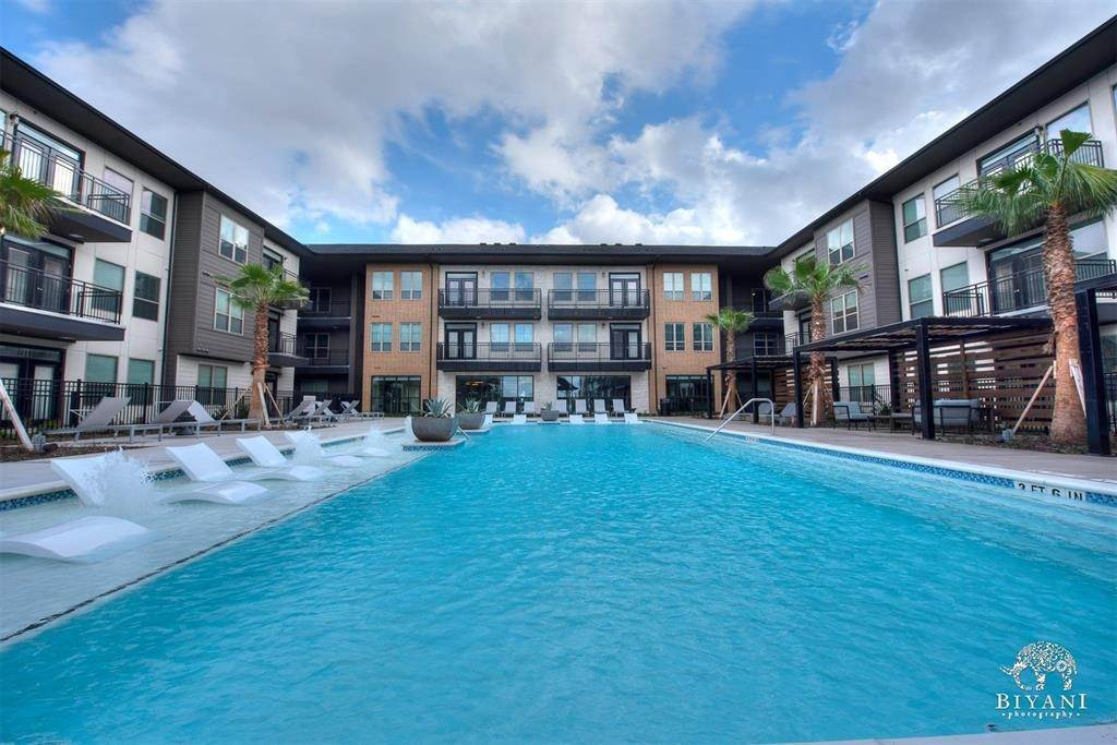 3. High or Mid-Rise Condo for Rent at 1330 Park West Green Drive #2312 1330 Park West Green Drive Katy, Texas 77494 United States