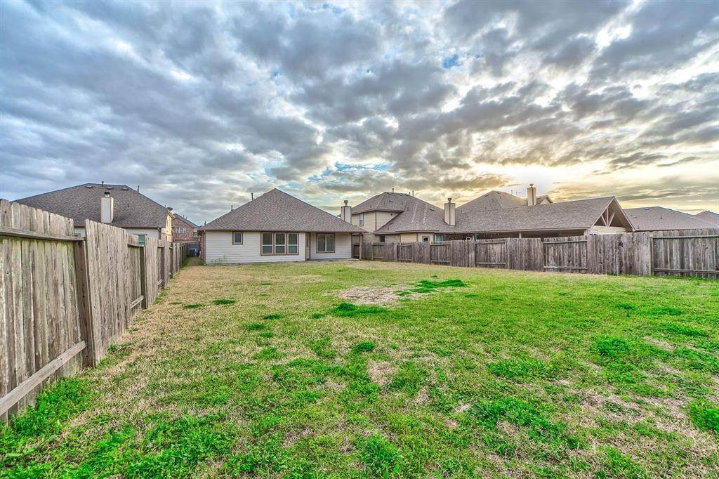 23. Single Family Homes for Rent at 6602 Sterling Shores Lane Rosenberg, Texas 77471 United States