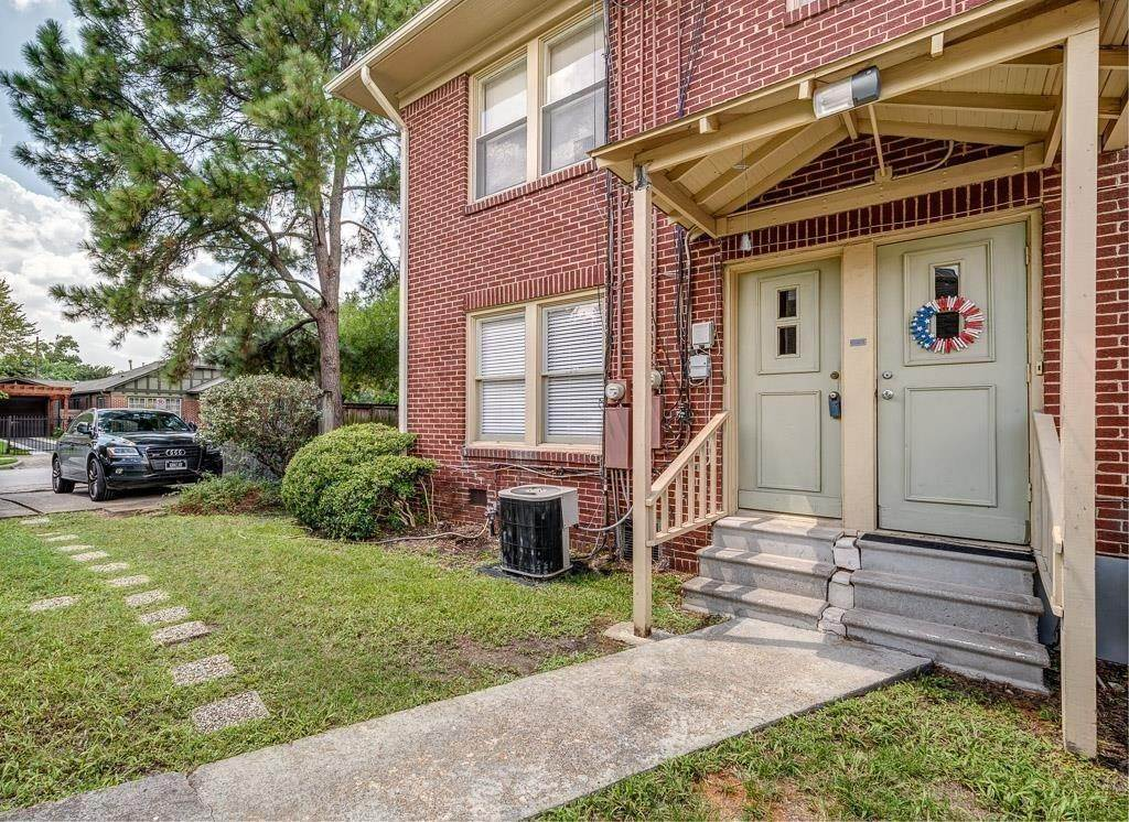 17. Single Family Homes for Rent at 1002 Studewood A Street #Lower 1002 Studewood A Street Houston, Texas 77009 United States