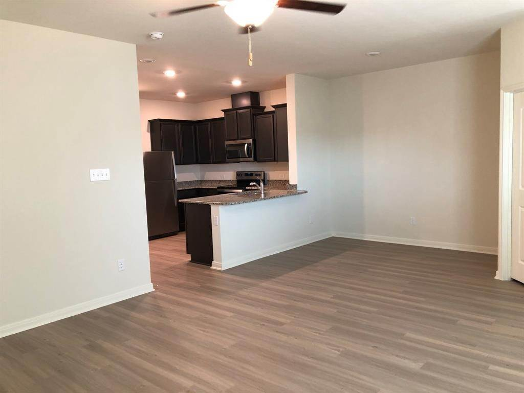 19. Condo / Townhouse for Rent at 560 Soloman Lane Brookshire, Texas 77423 United States