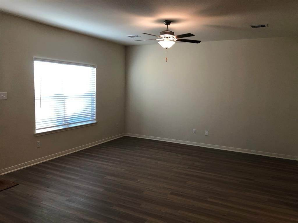 20. Condo / Townhouse for Rent at 560 Soloman Lane Brookshire, Texas 77423 United States