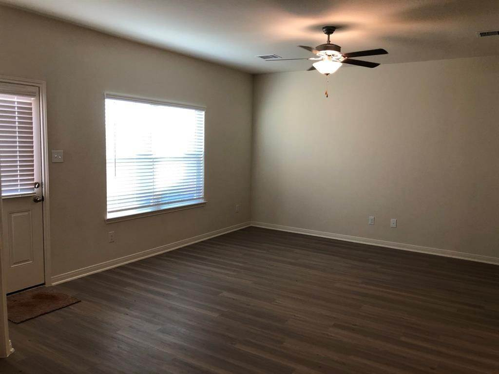 21. Condo / Townhouse for Rent at 560 Soloman Lane Brookshire, Texas 77423 United States