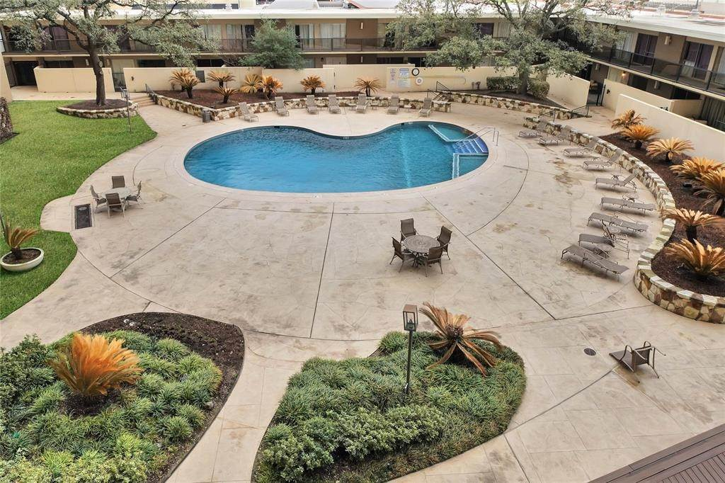 28. High or Mid-Rise Condo for Rent at 2929 Buffalo Speedway #A311 2929 Buffalo Speedway Houston, Texas 77098 United States