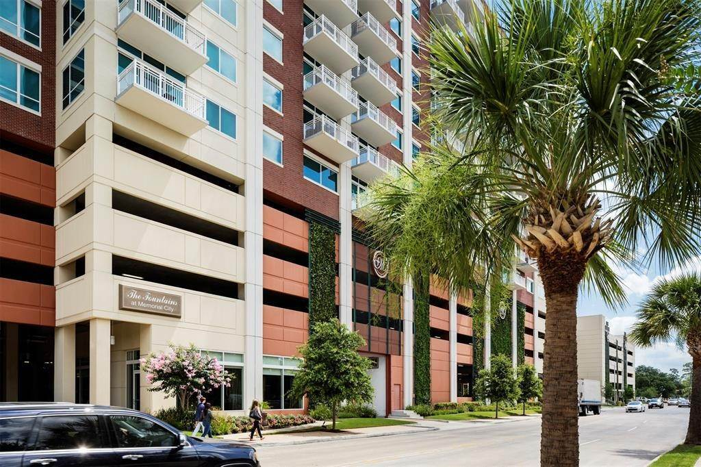 21. High or Mid-Rise Condo for Rent at 9870 N Gaylord Dr #606 9870 N Gaylord Dr Houston, Texas 77024 United States