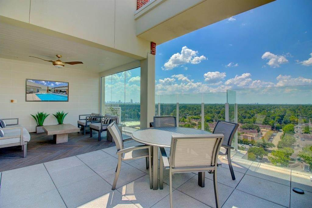 43. High or Mid-Rise Condo for Rent at 9870 N Gaylord Dr #606 9870 N Gaylord Dr Houston, Texas 77024 United States