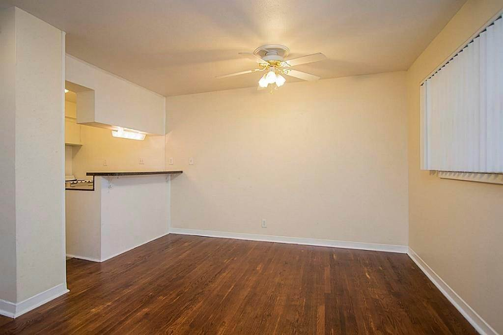 10. Single Family Homes for Rent at 3520 Garrott Street #2 3520 Garrott Street Houston, Texas 77006 United States