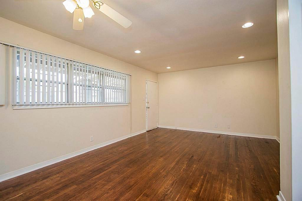 9. Single Family Homes for Rent at 3520 Garrott Street #2 3520 Garrott Street Houston, Texas 77006 United States