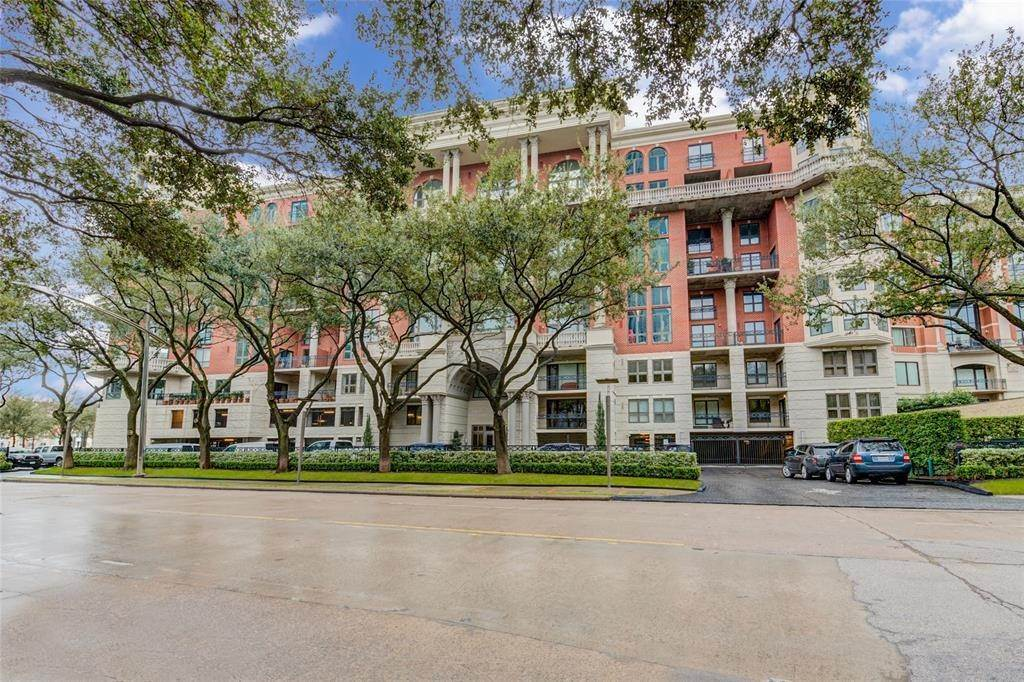 2. High or Mid-Rise Condo for Rent at 3030 Post Oak Boulevard #408 3030 Post Oak Boulevard Houston, Texas 77056 United States