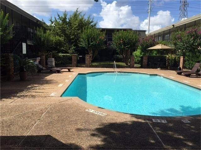 21. Condo / Townhouse for Rent at 3131 Southwest Freeway #41 3131 Southwest Freeway Houston, Texas 77098 United States