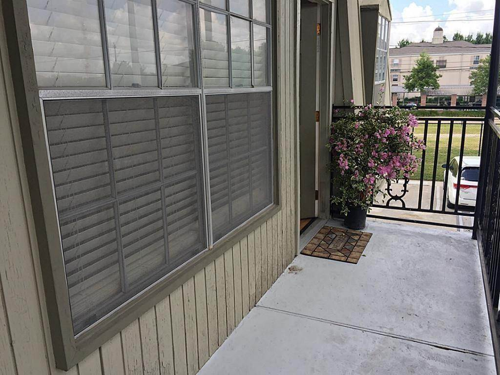 3. Condo / Townhouse for Rent at 3131 Southwest Freeway #41 3131 Southwest Freeway Houston, Texas 77098 United States