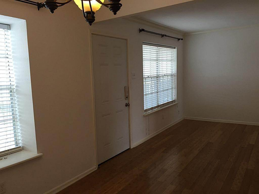 5. Condo / Townhouse for Rent at 3131 Southwest Freeway #41 3131 Southwest Freeway Houston, Texas 77098 United States