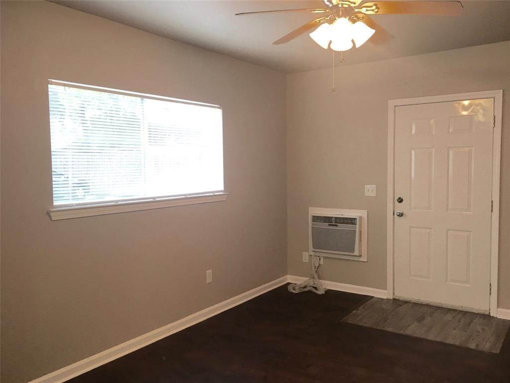 5. Single Family Homes for Rent at 1225 W 25th St Street #9 1225 W 25th St Street Houston, Texas 77009 United States