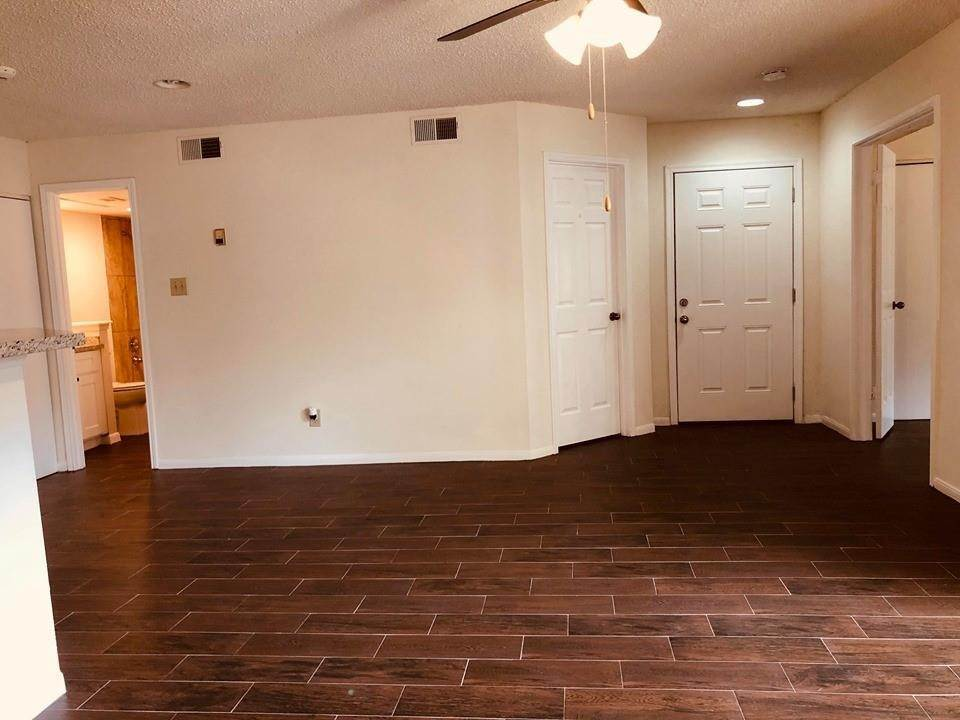 20. Condo / Townhouse for Rent at 2300 Old Spanish Trail #1078 2300 Old Spanish Trail Houston, Texas 77054 United States