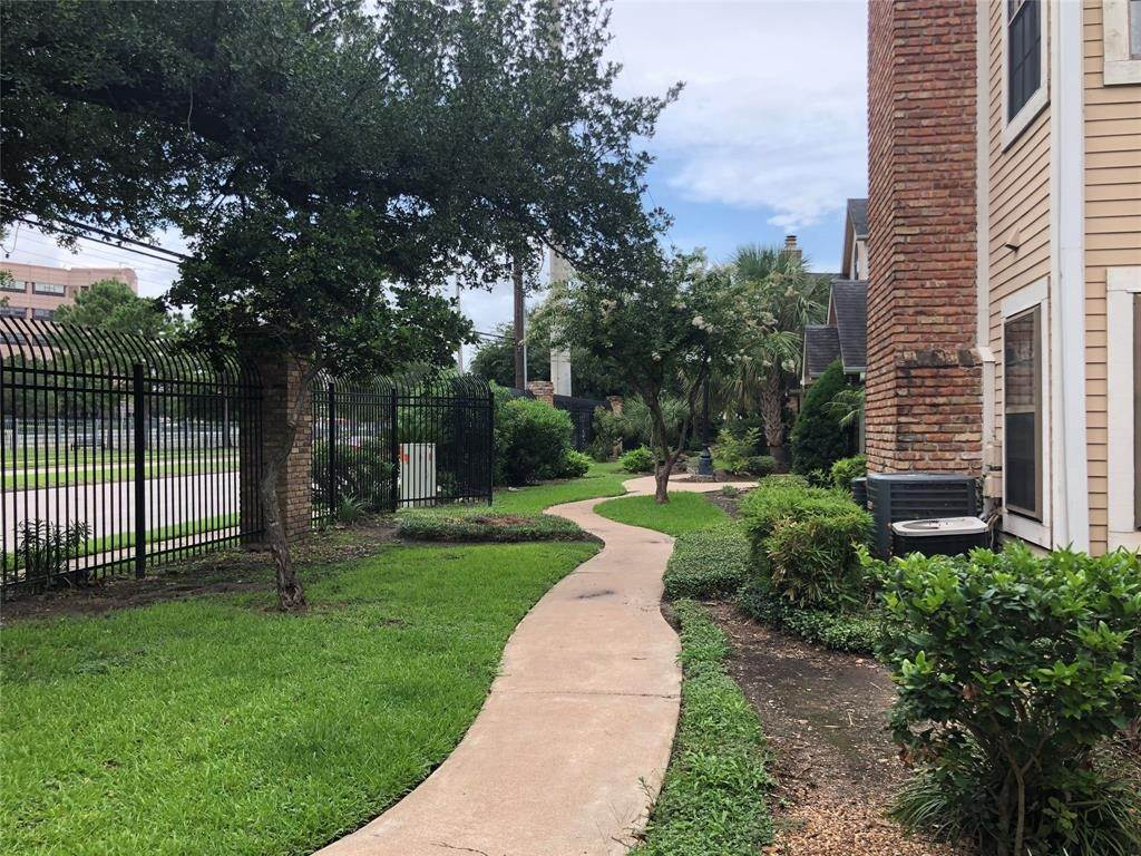 5. Condo / Townhouse for Rent at 2300 Old Spanish Trail #1078 2300 Old Spanish Trail Houston, Texas 77054 United States