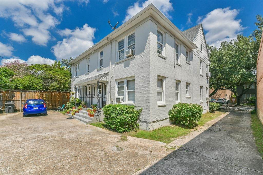 12. Single Family Homes for Rent at 1111 Banks Street #1 1111 Banks Street Houston, Texas 77006 United States