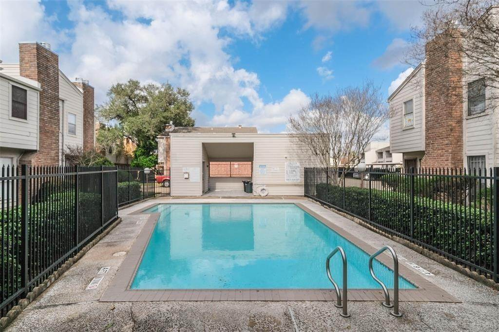 Condo / Townhouse for Rent at 3901 Woodchase Drive #42 3901 Woodchase Drive Houston, Texas 77042 United States