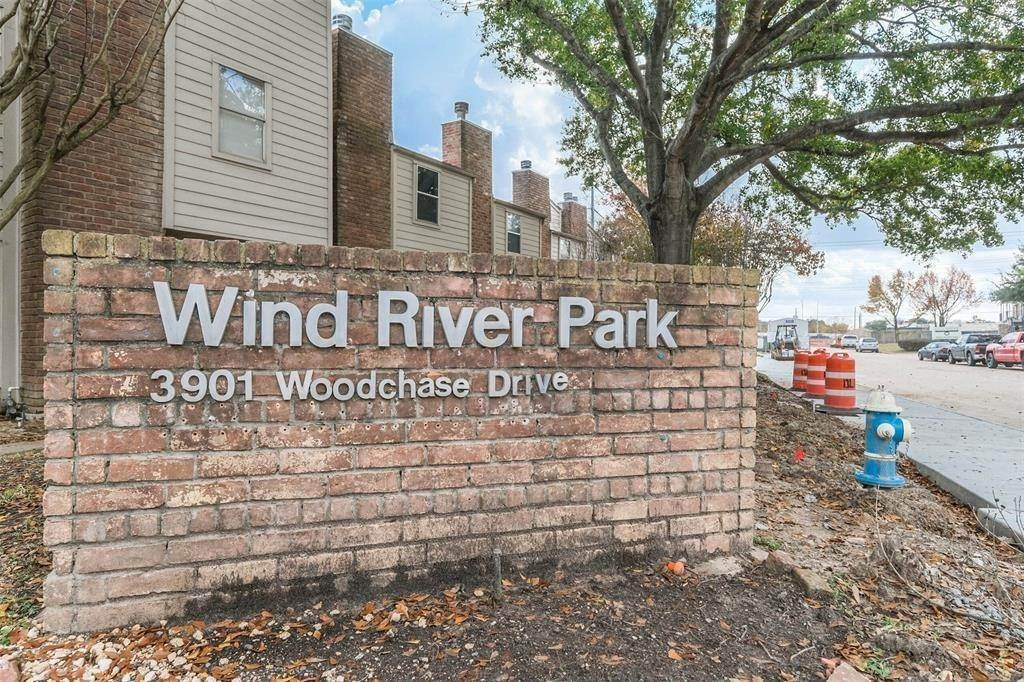 4. Condo / Townhouse for Rent at 3901 Woodchase Drive #42 3901 Woodchase Drive Houston, Texas 77042 United States