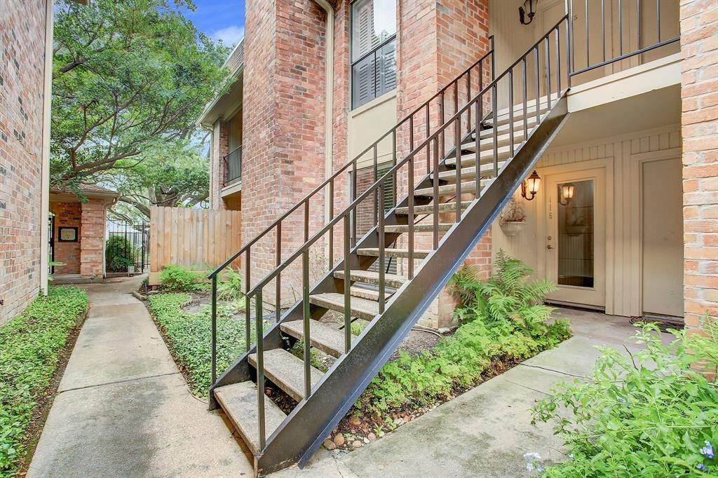 10. Condo / Townhouse for Rent at 1601 S Shepherd Drive #115 1601 S Shepherd Drive Houston, Texas 77019 United States