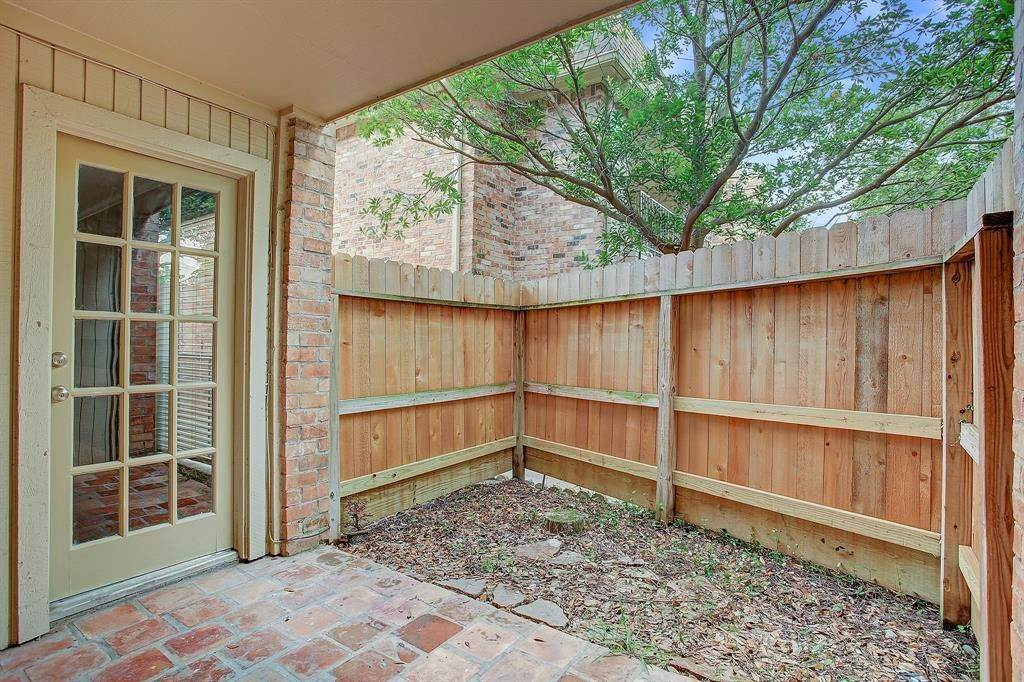 9. Condo / Townhouse for Rent at 1601 S Shepherd Drive #115 1601 S Shepherd Drive Houston, Texas 77019 United States