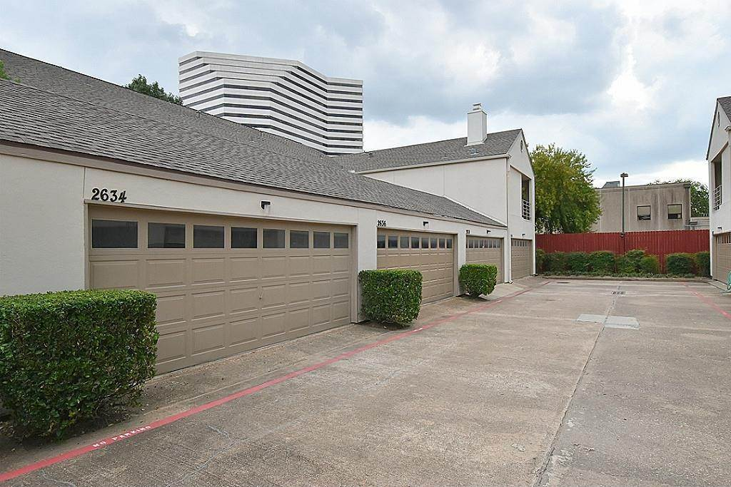 27. Condo / Townhouse for Rent at 2634 Bering Houston, Texas 77057 United States