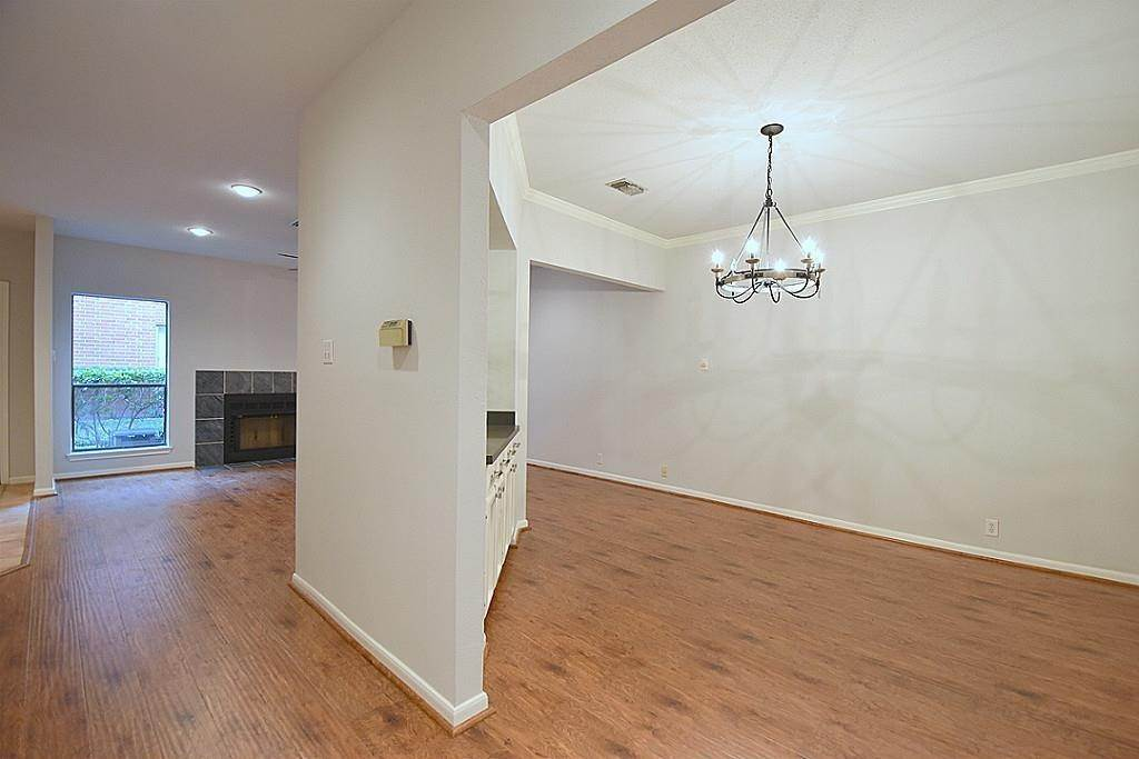 6. Condo / Townhouse for Rent at 2634 Bering Houston, Texas 77057 United States