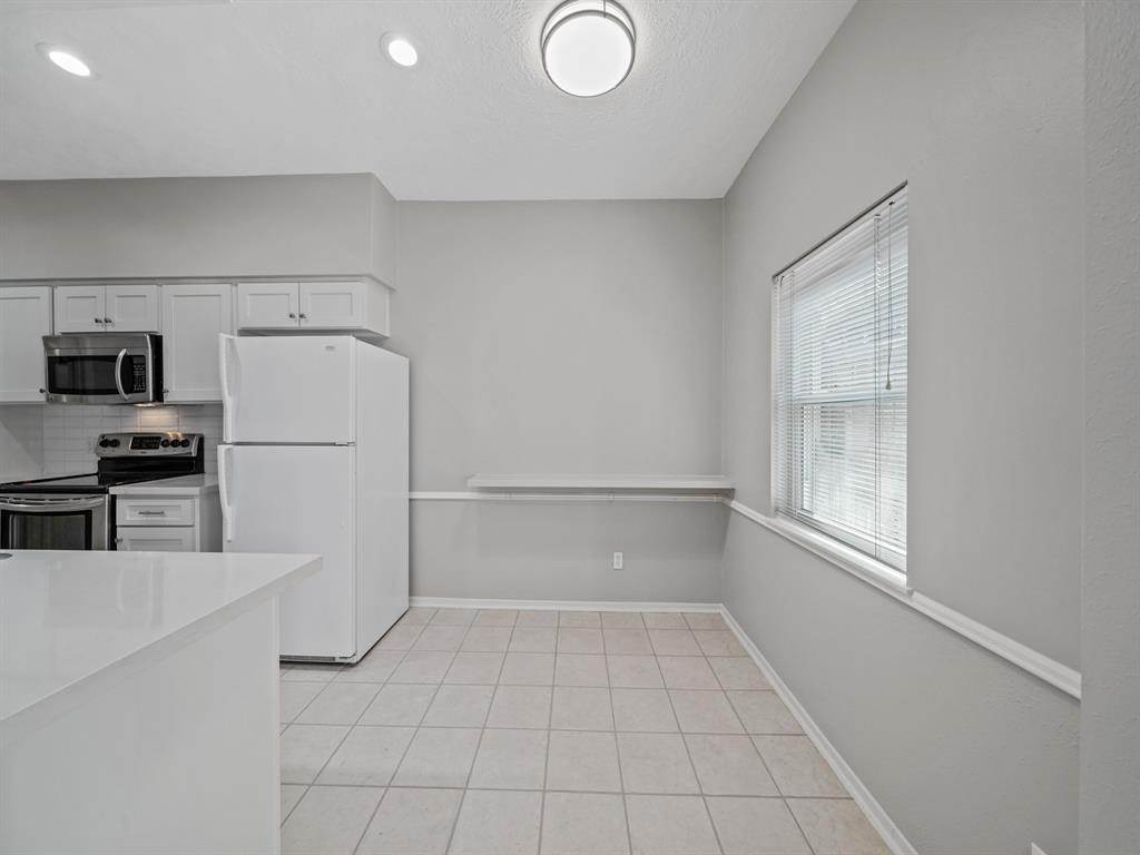 10. Condo / Townhouse for Rent at 3816 Lake Street Houston, Texas 77098 United States