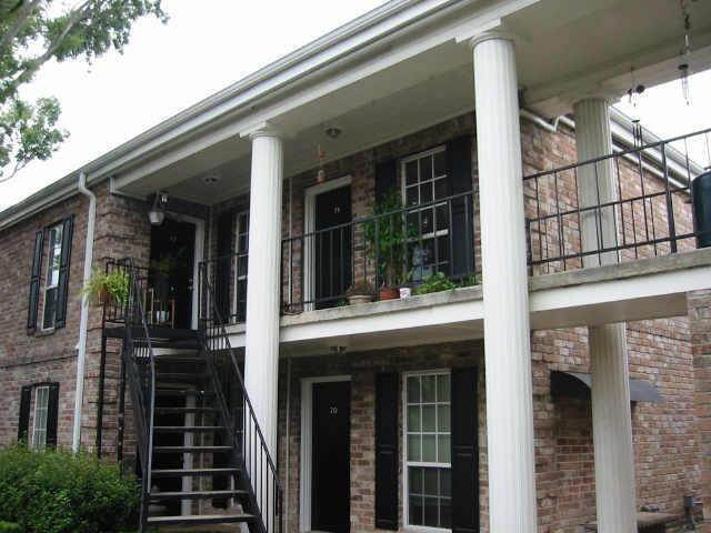 15. Condo / Townhouse for Rent at 6402 Del Monte Drive #71 6402 Del Monte Drive Houston, Texas 77057 United States