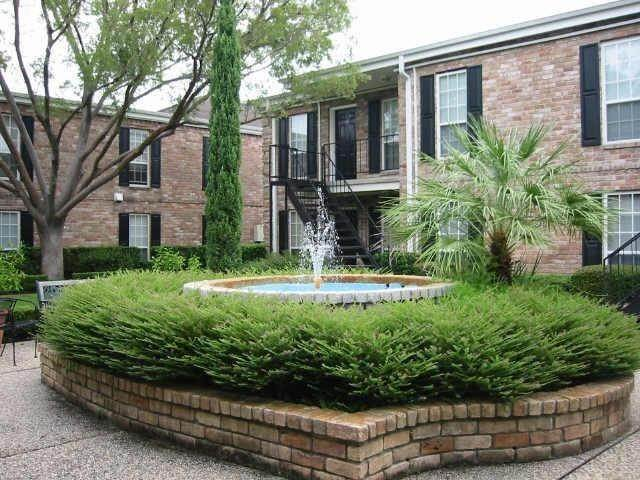 17. Condo / Townhouse for Rent at 6402 Del Monte Drive #71 6402 Del Monte Drive Houston, Texas 77057 United States