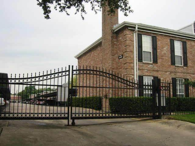 18. Condo / Townhouse for Rent at 6402 Del Monte Drive #71 6402 Del Monte Drive Houston, Texas 77057 United States