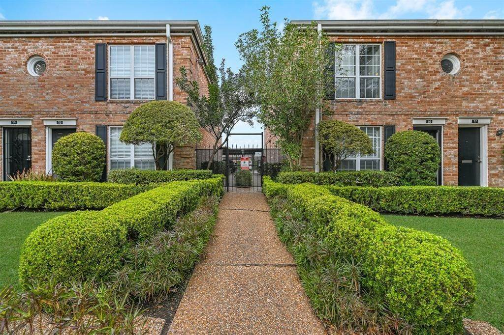 19. Condo / Townhouse for Rent at 6402 Del Monte Drive #71 6402 Del Monte Drive Houston, Texas 77057 United States