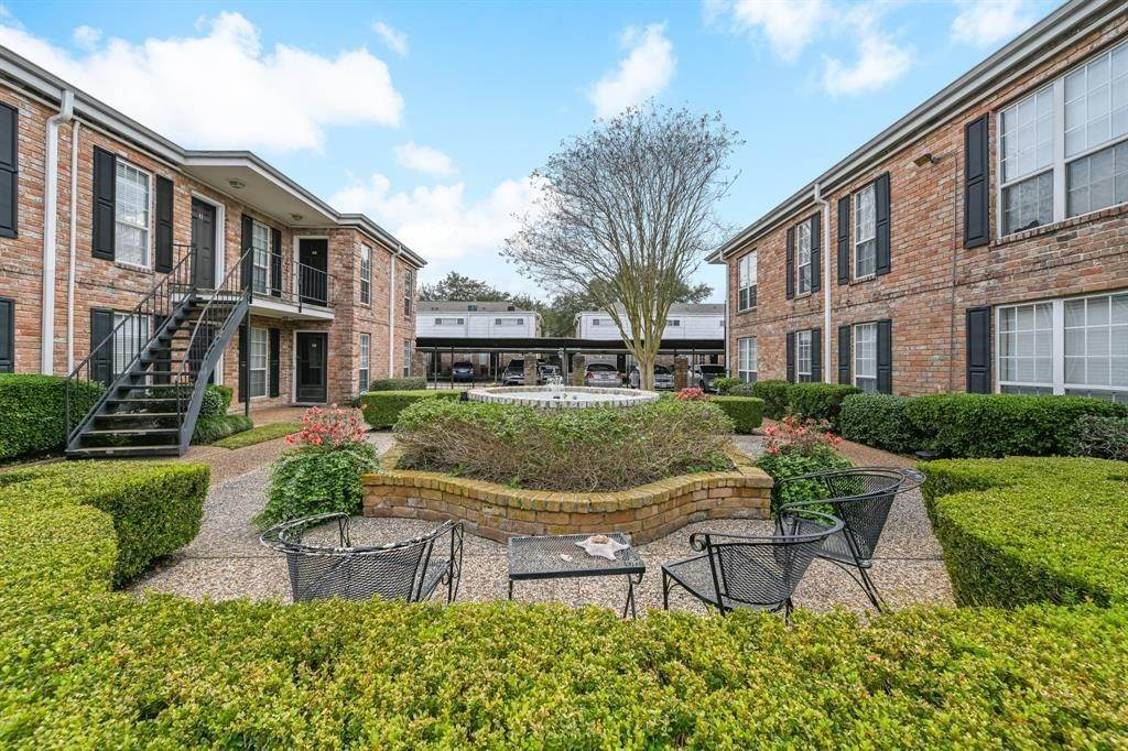 20. Condo / Townhouse for Rent at 6402 Del Monte Drive #71 6402 Del Monte Drive Houston, Texas 77057 United States