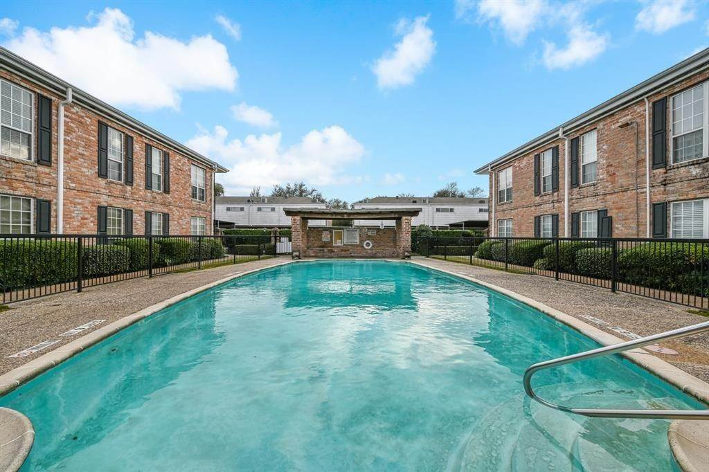 21. Condo / Townhouse for Rent at 6402 Del Monte Drive #71 6402 Del Monte Drive Houston, Texas 77057 United States