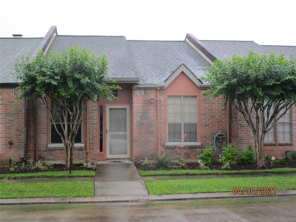 Condo / Townhouse for Rent at 107 Manor Place Lake Jackson, Texas 77566 United States