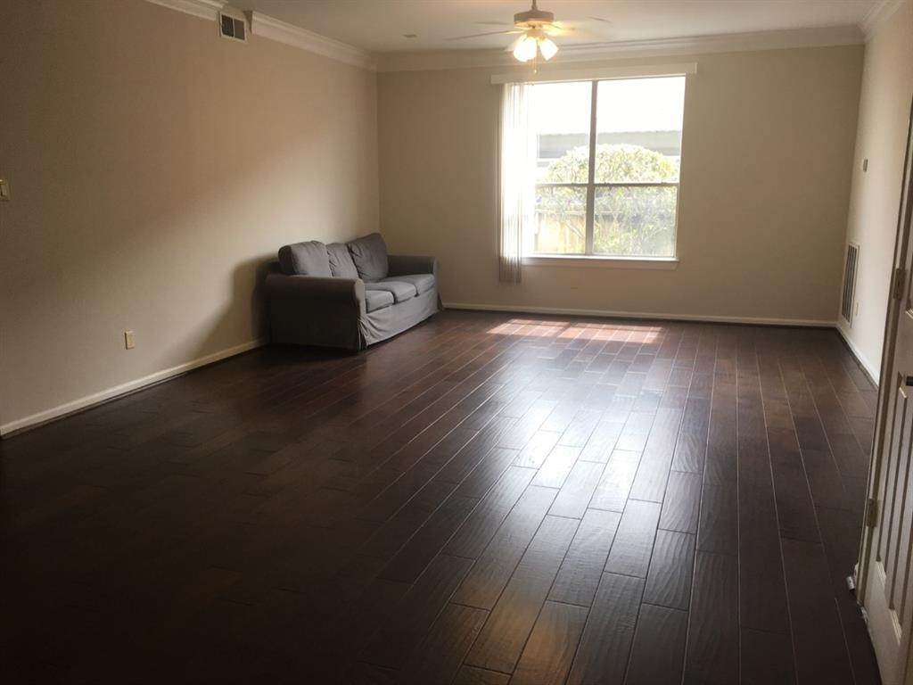 4. Condo / Townhouse for Rent at 6633 W Sam Houston Parkway #1b 6633 W Sam Houston Parkway Houston, Texas 77072 United States