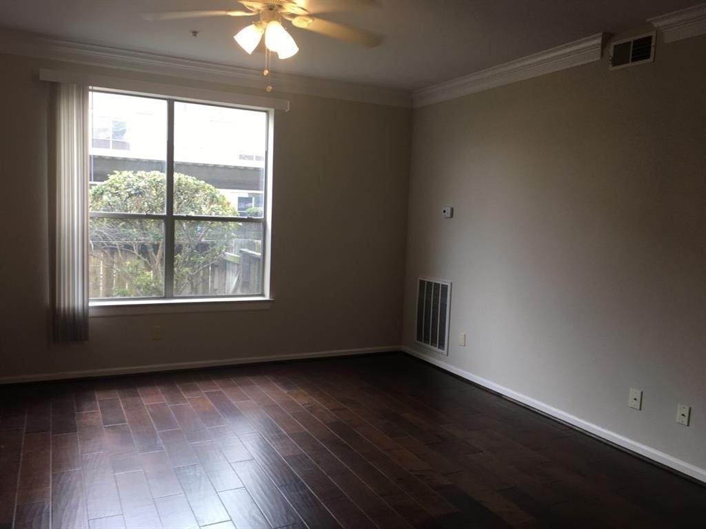 6. Condo / Townhouse for Rent at 6633 W Sam Houston Parkway #1b 6633 W Sam Houston Parkway Houston, Texas 77072 United States